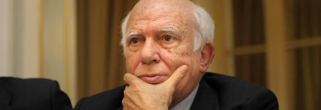 Vitalizi, gli ex deputati e la paga dimezzata. Pomicino da 4700 a 2500 euro: «È illiberale»