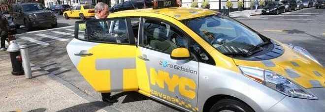 New York, rivoluzione taxi elettrici: ricarica in 20 minuti ed emissioni zero