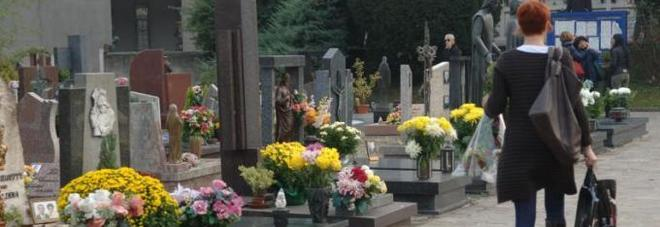 """Arriva la """"tassa sulla morte"""": chi riguarda e chi dovrà pagarla"""