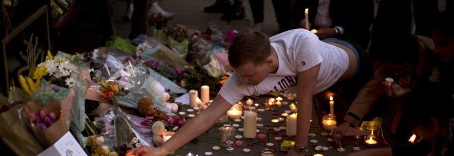 Si fa esplodere al concerto tra la folla: 22 morti e 120 feriti. Due arresti
