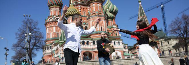 Taranta, diretta su Rai2 con Elisa e Guè Pequeno. Maestro il pugliese Fabio Mastrangelo