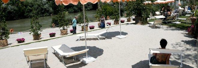 Apre la spiaggia sul Tevere I bagnanti? Sono dipendenti comunali