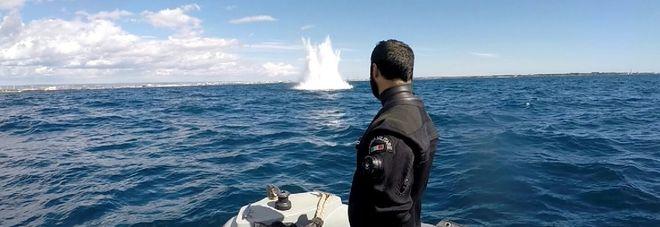 Taranto, bomba di profondità fatta brillare nel Mar Piccolo