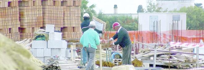 Lavoro nero nei cantieri edili: su undici aziende controllate solo una con le carte in regola