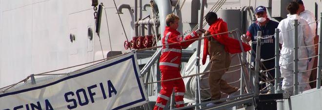 Lo sbarco di migranti, parte l'Sos Porto di Brindisi a rischio collasso