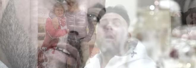 Mafia, il neomelodico omaggia il boss ucciso: «Tutti potevano chiamarlo papà»
