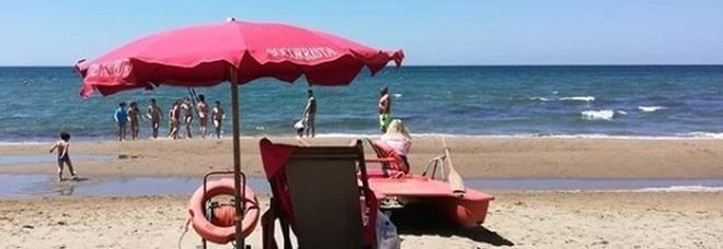 Vietato fumare in spiaggia: multa salatissima per chi accende la sigaretta al mare