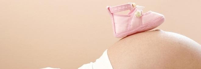 Donne incinte, arriva il bonus di 800 euro per le future mamme