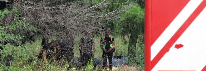Scompare da casa a 28 anni, lo trovano nei campi con le vene tagliate
