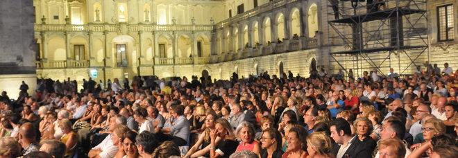 Il Volo conquista piazza Duomo. Proteste per il Corso chiuso a metà