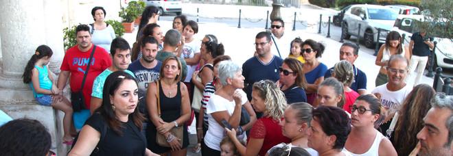 Allarme gas Radon: a Taranto chiuse 8 aule, a rischio altre 18. La protesta dei genitori: «Cosa respirano a scuola in nostri figli?»