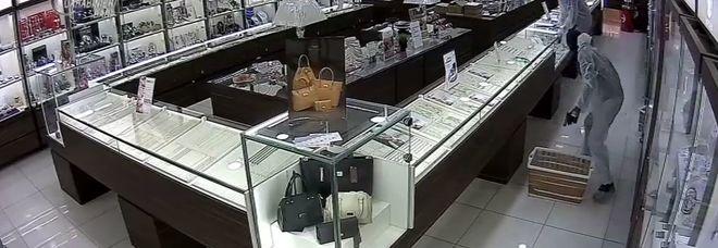 Brindisini i tre rapinatori dell'assalto in gioielleria a Bari: arrestati