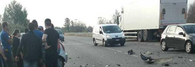 Ancora un incidente: camion contro auto, grave un 45enne