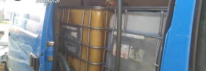 """""""Benzinaio ambulante"""" vende gasolio a prezzo scontato: tradito dalla coda di auto"""