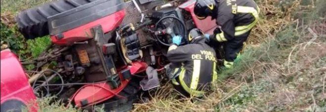 Schiacciato dal trattore dopo l'incidente: muore a 34 anni