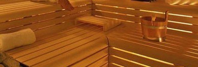 Si rompe la maniglia della sauna, madre e figlia muoiono nella cabina