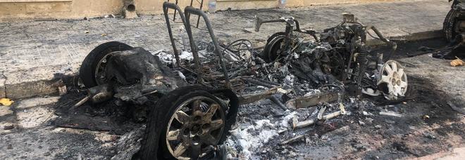 Tre auto in fiamme a Lecce nella notte. E' stato un incendio doloso