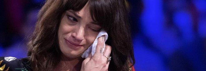 Asia Argento in lacrime a Verissimo: «A volte non riesco nemmeno ad alzarmi dal letto»