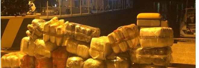 Mezza tonnellata di droga sequestrata in mare: arrestati gli scafisti