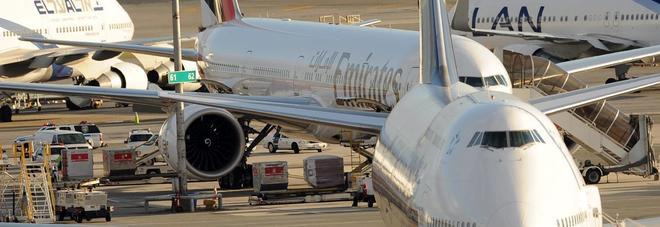 Bimba di sette anni muore sull'aereo Emirates da Dubai a Monaco
