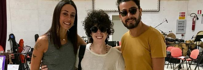 Taranta, la super-ospite Laura Pergolizzi prova insieme al maestro concertatore Andrea Mirò