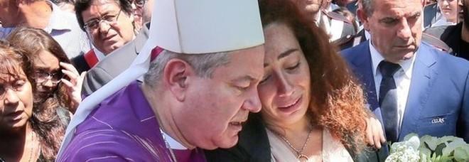 Le lacrime di Rosa in chiesa: «Essere moglie di un carabiniere»