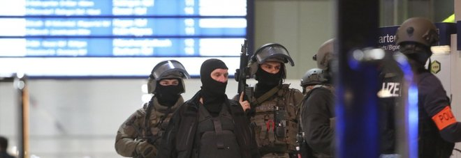 Düsseldorf, attacco a colpi d'ascia alla stazione: nove feriti