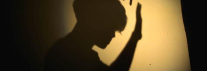 Ragazzo di 23 anni abusava dei fratellini: scoperto dalle telecamere