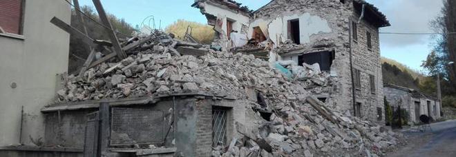 Nelle Marche liste di salentini e pugliesi. L'allarme: «Qui i milioni per la ricostruzione, il prefetto intervenga». I NOMI DEI CANDIDATI