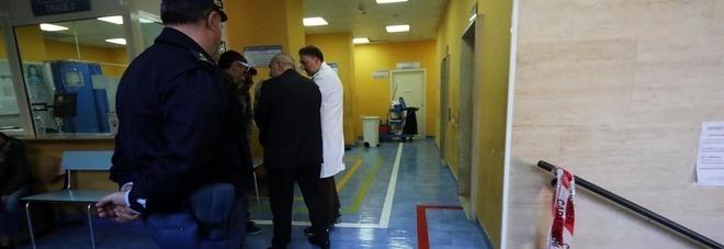 La camorra spara in ospedale: «Tre feriti, anche due minori»