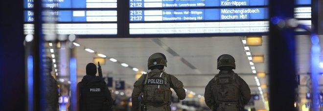 Düsseldorf, un testimone dell'attacco: «L'aggressore è saltato dal treno con l'ascia»