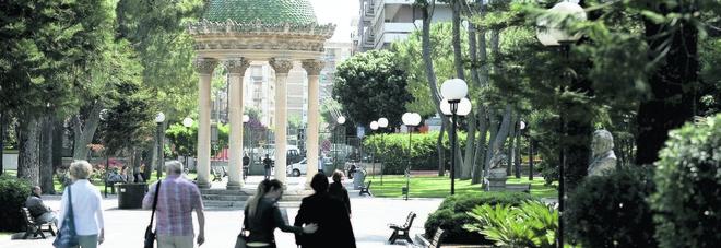«Villa comunale aperta anche la sera», appello di mamme e turisti