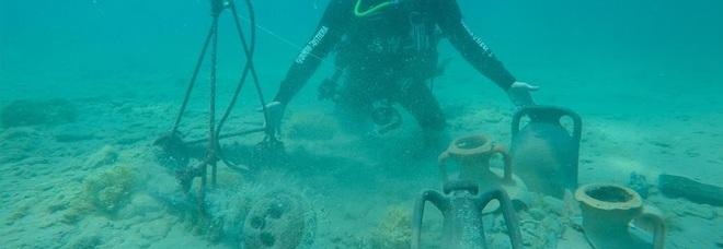 Brindisi, antiche anfore sui fondali: testimoniano il commercio del Salento