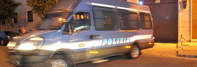 Tenta di corrompere una funzionaria: sospeso ispettore di Polizia