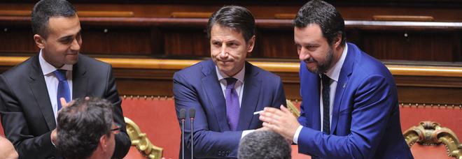 Conte con Di Maio al Senato: «Stop al business migranti. Daspo ai corrotti, aprire alla Russia. Taglio a pensioni sopra i 5.000 euro»