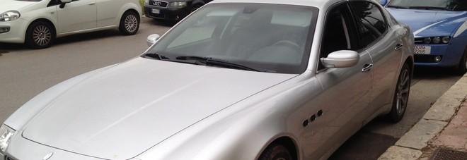 Sfuma il colpo al bancomat e la gang fugge in Maserati
