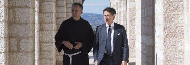Conte ad Assisi omaggia San Francesco ma la reddito-card è lontana dal poverello