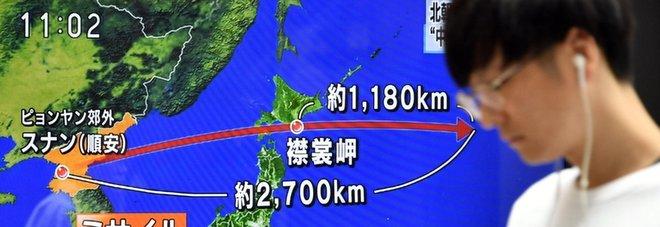Missile nordcoreano lanciato nella notte sorvola il Giappone Tokyo: minaccia senza precedenti