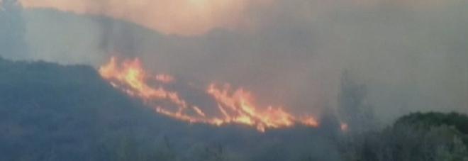 LA CALIFORNIA BRUCIA Incendio devastante a Weaverville: evacuate 150 case