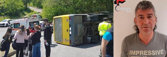 Scuolabus sbanda e si rovescia con 20 bimbi a bordo: 11 feriti, ma l'autista scappa: era ubriaco e recidivo