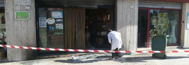 Attentato nella notte: bomba contro un minimarket
