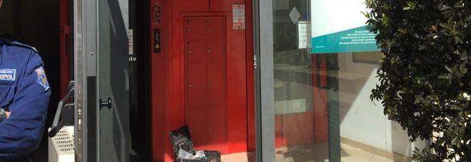 Assalto alla BancApulia: malviventi fanno esplodere il bancomat e scappano con i soldi