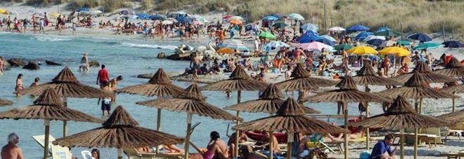 Via la plastica dalle spiagge. E i bagnanti pagano i rincari di tariffe e servizio