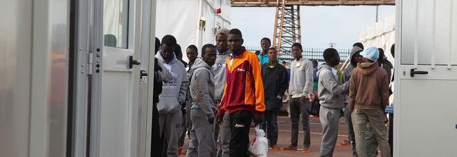 «È il terrore dei migranti»: carceriere ghanese arrestato a Taranto