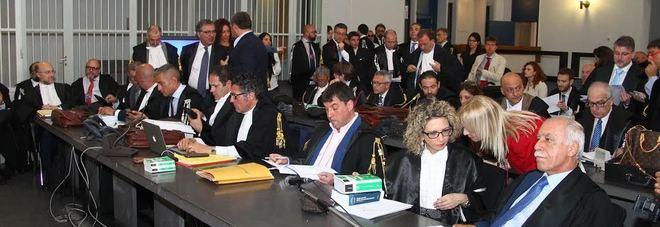 I difensori degli imputati chiedono la ricusazione di presidente e giudice