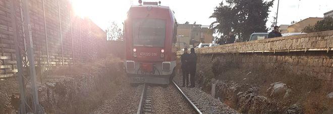 Treno delle Sud-Est fuori dai binari: nessun ferito