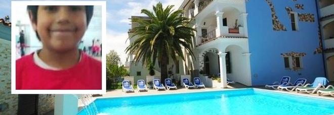 La piscina dei residence Gli ulivi e Il rifugio a Orosei