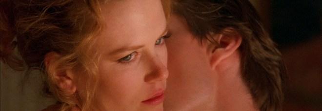 Tom Cruise e Nicole Kidman in una scena Eyes Wide Shut di Kubrik