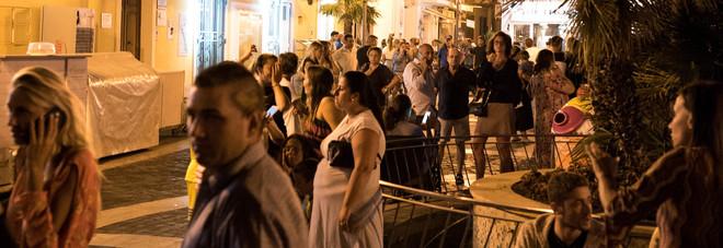 Terremoto a Ischia, evacuato l'ospedale: feriti e dispersi