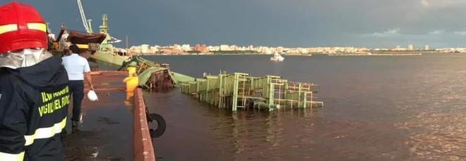 Gru in mare, muore un operaio: otto indagati per omicidio colposo